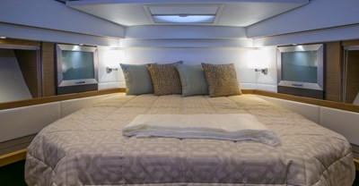 New Tiara 44 Coupe Yacht Master Stateroom