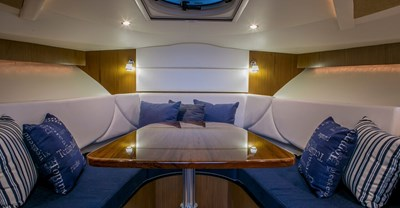 New Tiara 31 Yacht Salon
