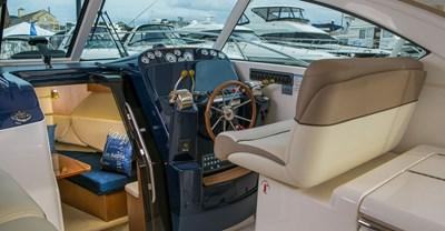 New Tiara 31 Yacht Helm