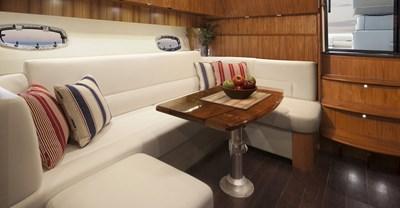 New Tiara 39 Yacht Dinnette