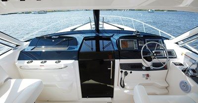New Tiara 4300 Open Yacht Helm Station