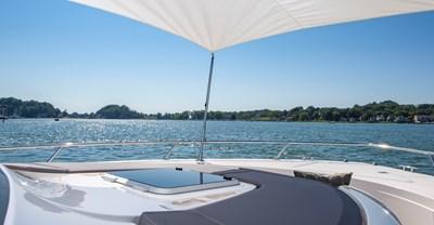 New Tiara Q 44 Yacht Foredeck
