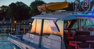 New Tiara Q 44 Yacht Roof rack