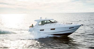 New Cruisers 48 Cantius Yacht Running