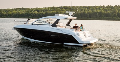 New Cruisers 39 Express Coupe Yacht Running