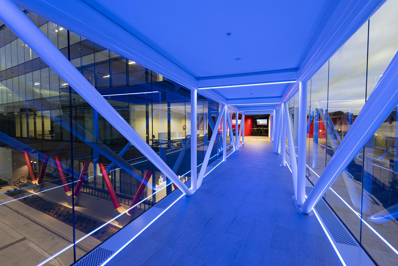 Handrail, Banister, Flooring, Corridor, Floor, Lighting, Building, Indoors, Bridge