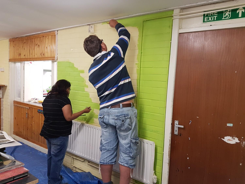 Person, Home Decor, Clothing, Wood, Pants, Plywood, Door, Shelf, Sleeve, Flooring, Back