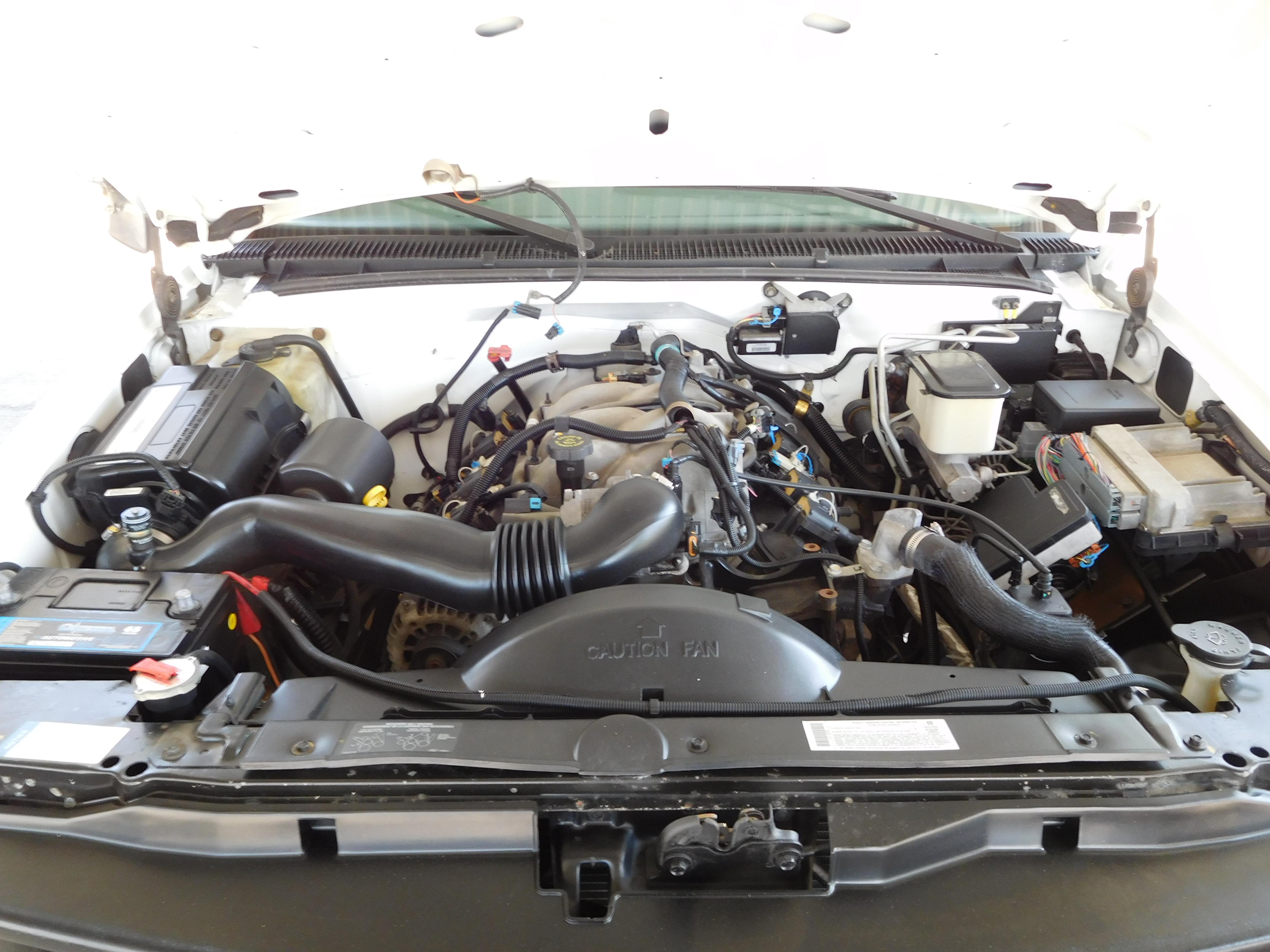 2001 white Chevrolet 3500 H D  Bucket Truck / Boom - Truck Depot