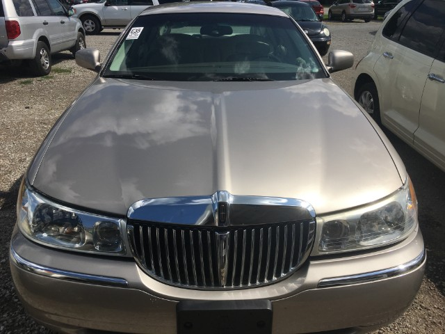 3D Auto Sales >> 1999 Gold Lincoln Town Car 3d Auto Sales