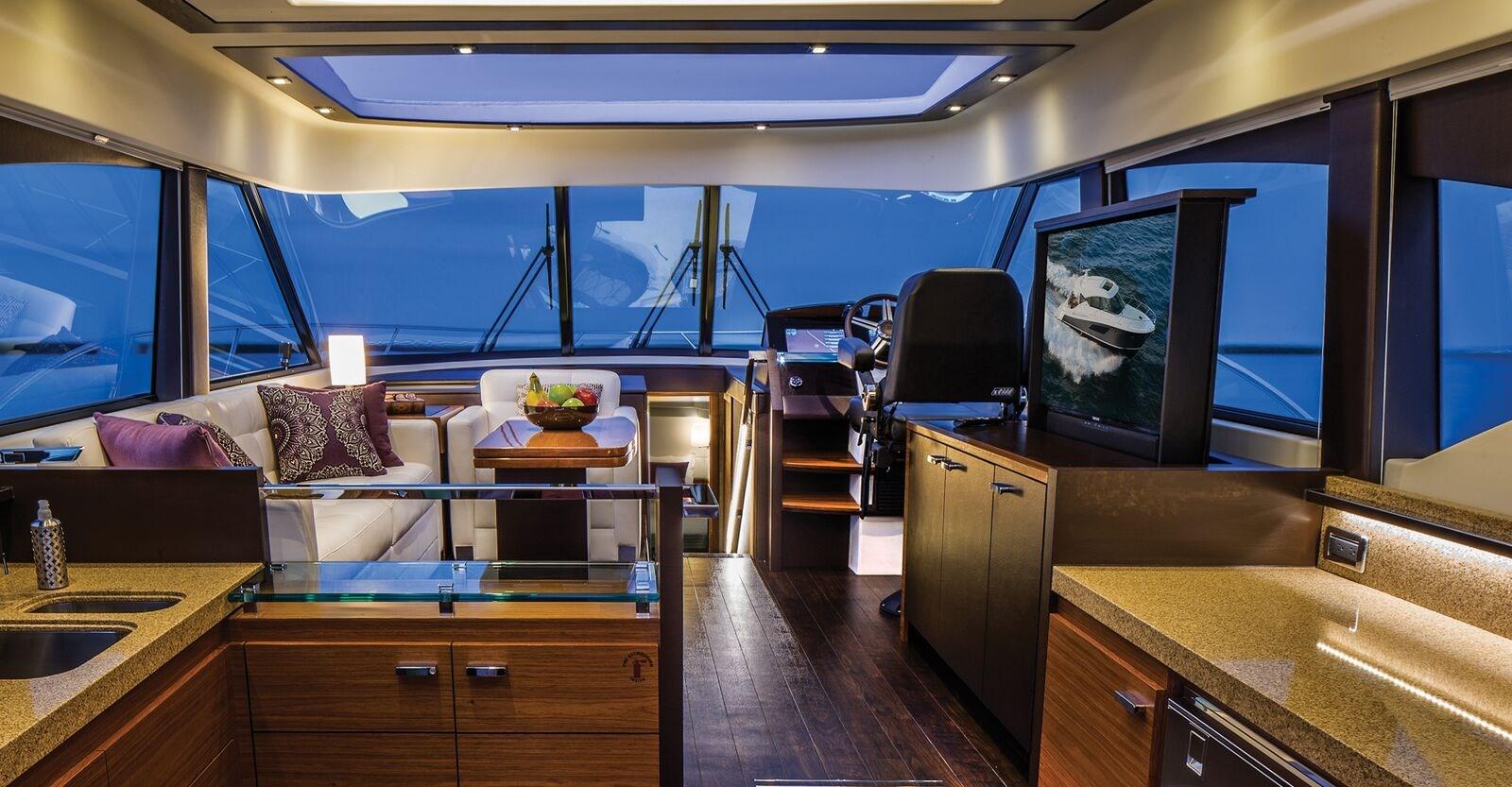New Tiara 53 Coupe Yacht Salon