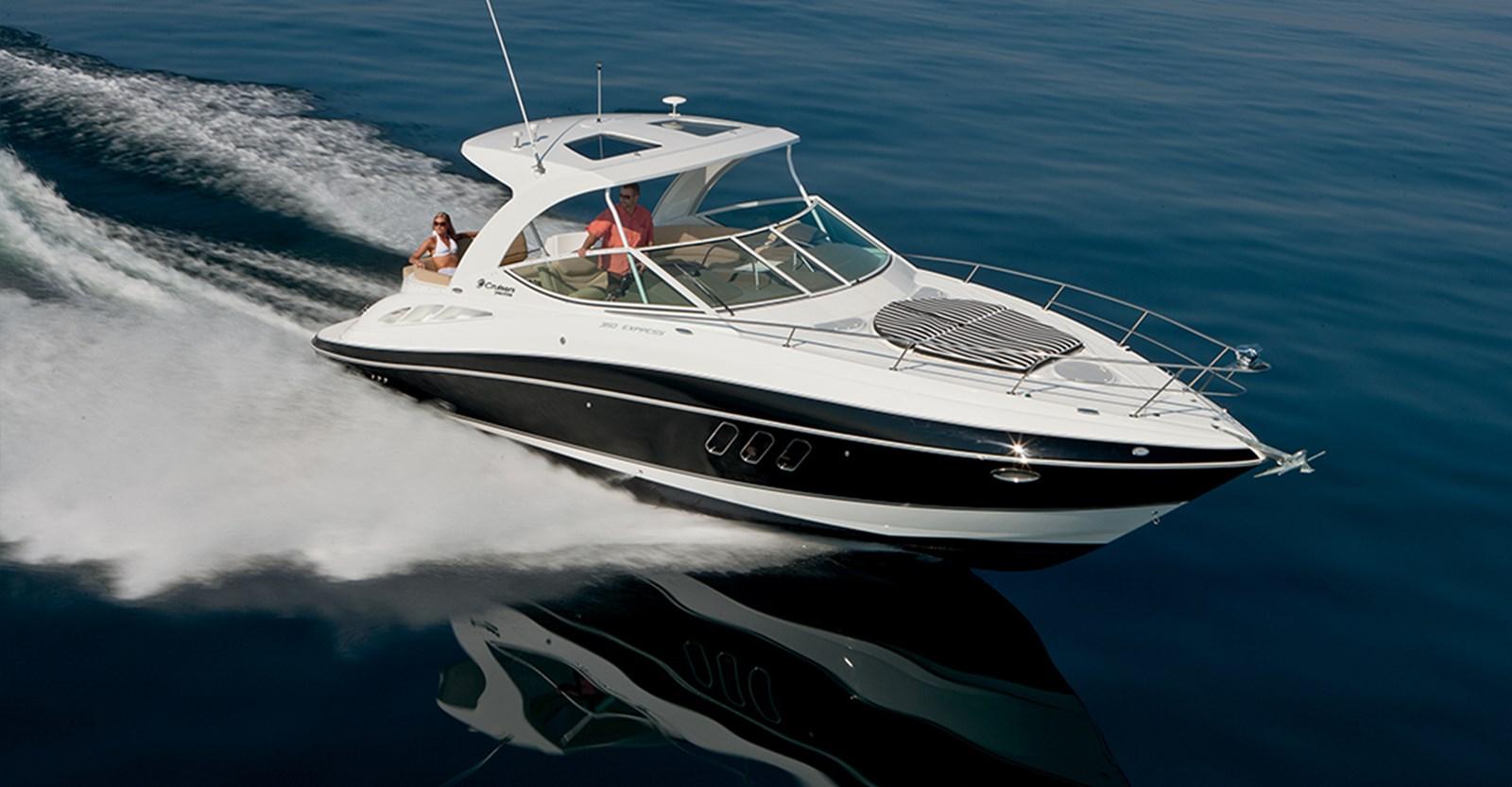 New Cruisers 35 Express Yacht Running