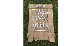 """Image of a """" Welcome to our Wedding"""" Sign"""