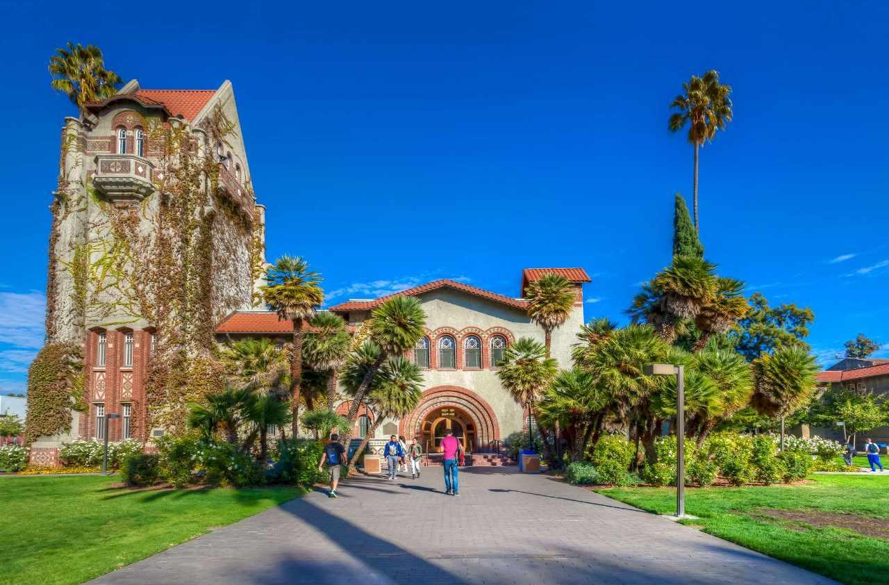 Experience San Jose State University in Virtual Reality.
