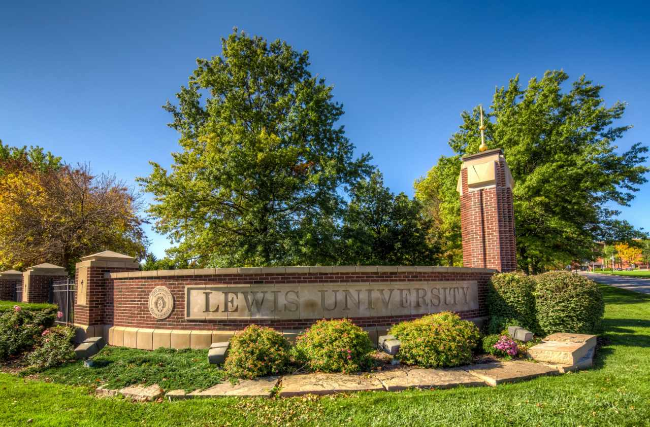 Experience Lewis University in Virtual Reality.