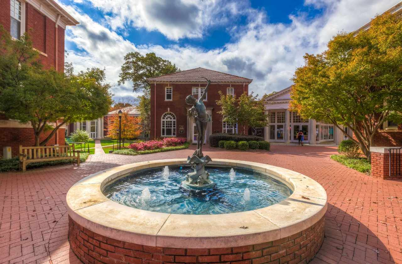 Queens University Of Charlotte >> Experience Queens University Of Charlotte In Virtual Reality